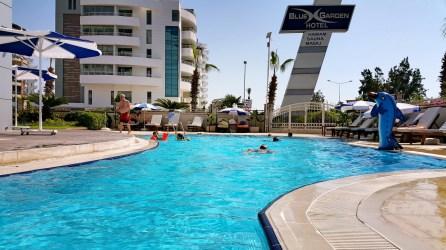 antalya yüzme havuzu konyaaltı sahilde oteller blue garden hotel (42)