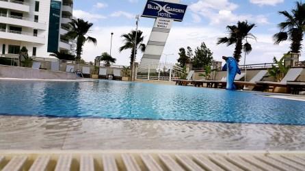 antalya yüzme havuzu konyaaltı sahilde oteller blue garden hotel (7)