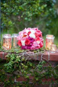 Peones and roses for a perfect round bouquet.