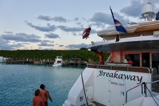 yacht diving in Bahamas