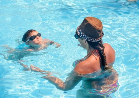 blue hawaiian pools of michigan teach kids to swim image