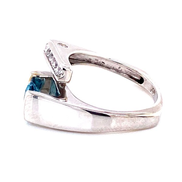 Hawaiian Blue Topaz Ring side view.