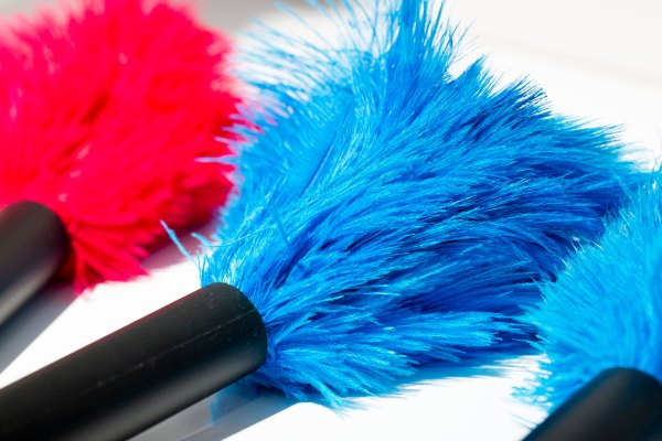 Pink & Turquoise Mini Ostrich Feather Dusters up close on the feathers.