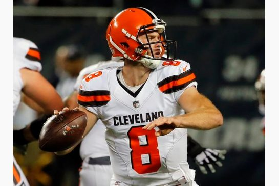 172781b07 Cleveland Browns quarterback Kevin Hogan (8) throws during the second half  of an NFL preseason football game against the Chicago Bears, Thursday, Aug.