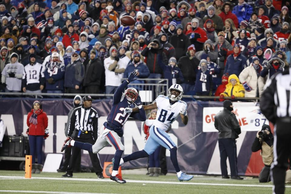 Patriots Bury Titans' Marcus Mariota With Historic Pass-Rushing Performance