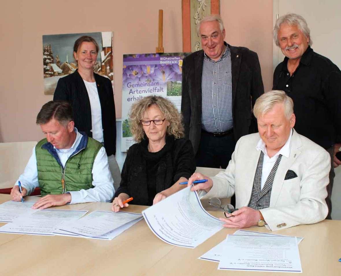 Unterschrift im Rathaus Beelitz