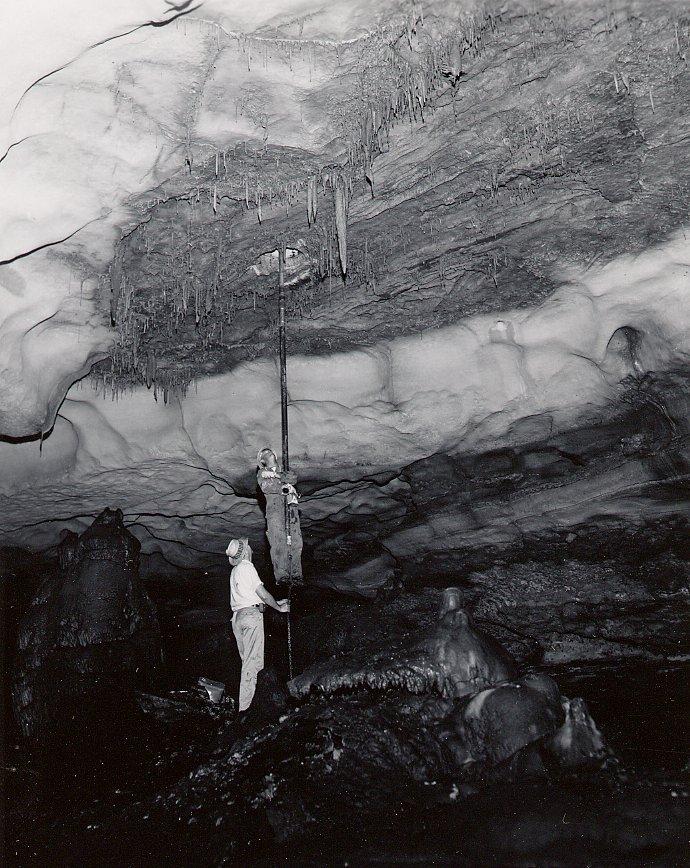 i35_inner_space_cavern_3-25-1966.jpg