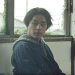 WOWOW(ワウワウ)CMの俳優は誰?駅のホームで歌う男性が面白い!