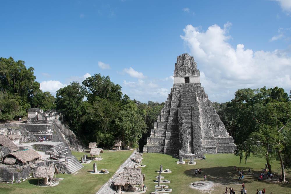 Tikal ruševine so ena izmed znamenitosti v Gvatemali. (Stroški potovanja za Gvatemalo)