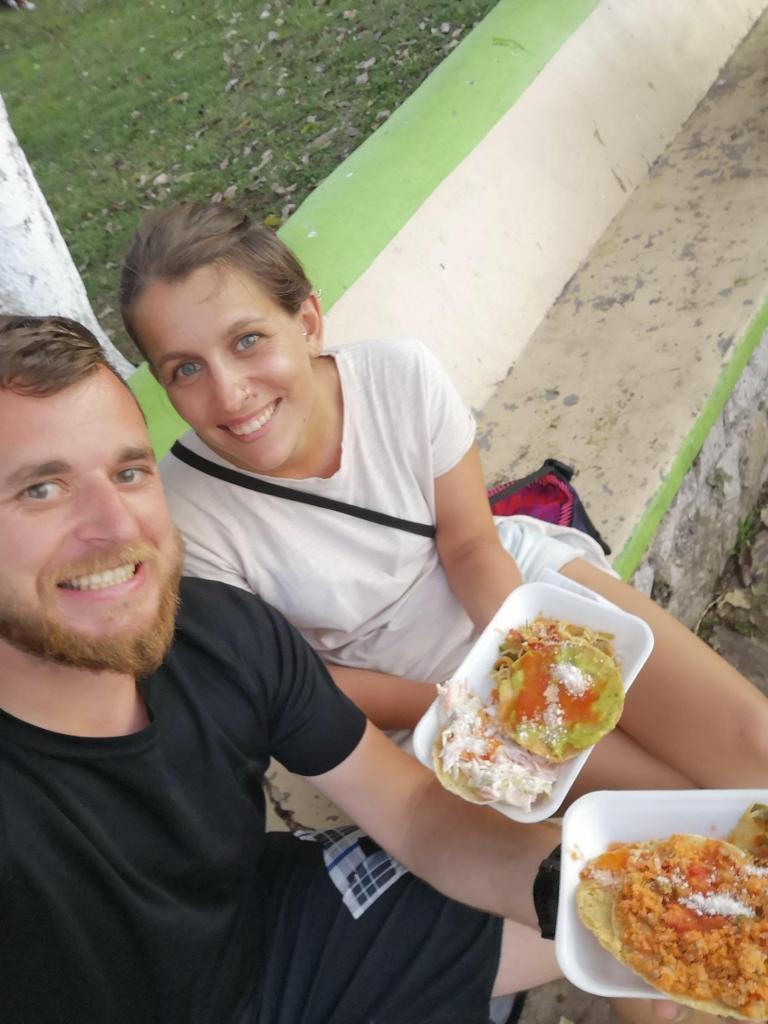Ekstremno poceni ulična hrana - vsak krožnik po 0,5€. Ampak vsak dan se ne da jesti ocvrtih tortilj :)