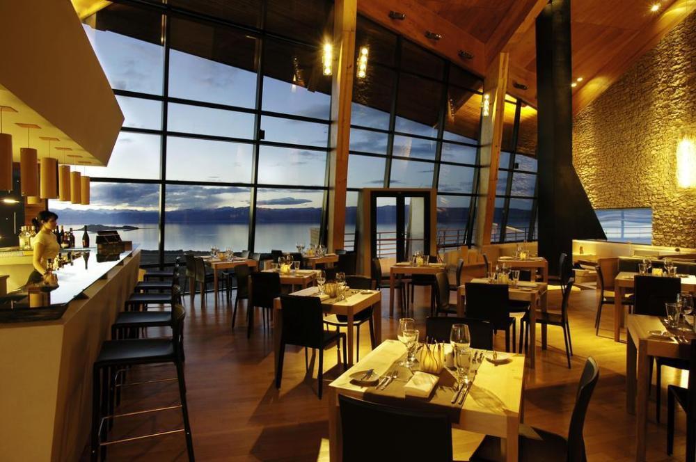 Prekrasen razgled ne jezero (tudi iz sob). Vir: Booking.com