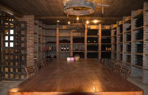 Klet za degusatcije v vinarni Mont Gras