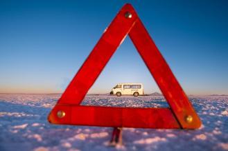 Potepuški nasveti za Salar de Uyuni - fotka iz perspektive- varnostni trikotnik in kombi