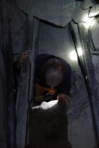 Rudnik srebra v Potosiju - eden izmed ozkih rovov