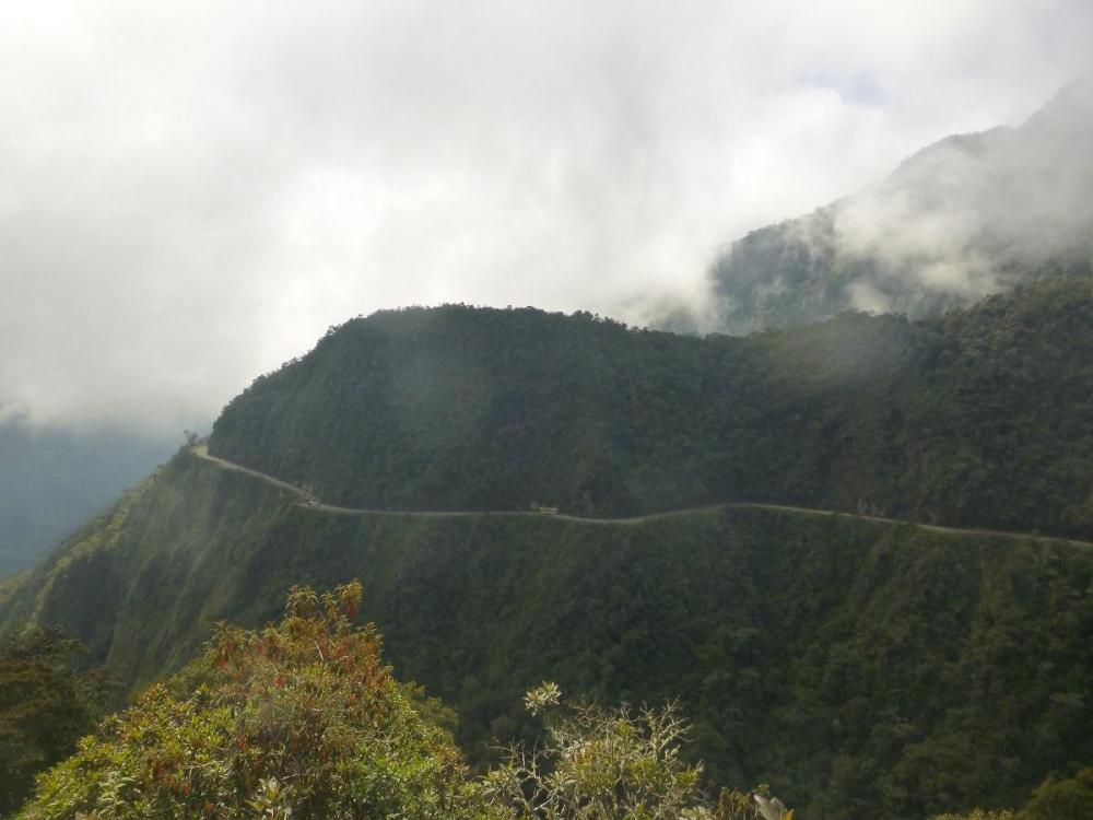 S kolesom po cesti smrti - cesta od daleč