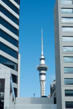 Dve stolpnici, med njima pa Auckland Sky Tower (ideje, kaj početi če si tri dni v Aucklandu)