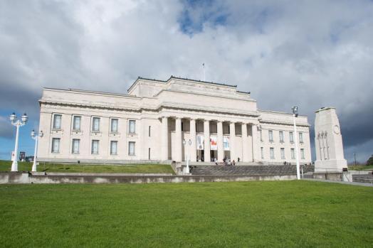 Velika stavba podobna beli hiši - Auckland muzej (kaj početi tri dni v Aucklandu)