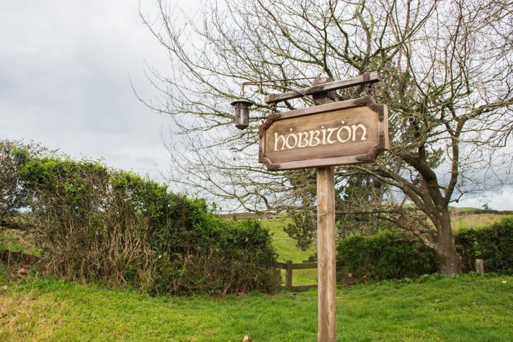 Znak iz Hobbitona, dežele hobitov na Novi Zelandiji