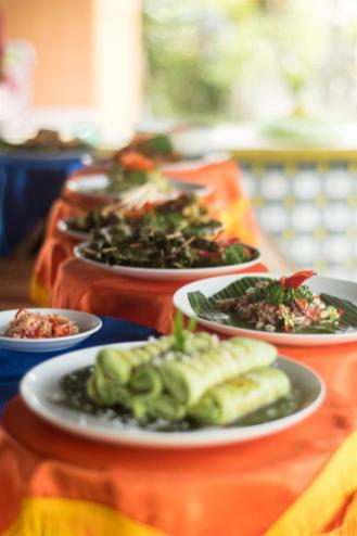 Krožniki hrane na kuharskem tečaju v Ubudu (stvari, ki jih lahko počneš v Ubudu)