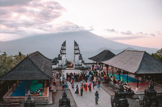 Gneča pred slavnimi vrati v Lempuyang templju