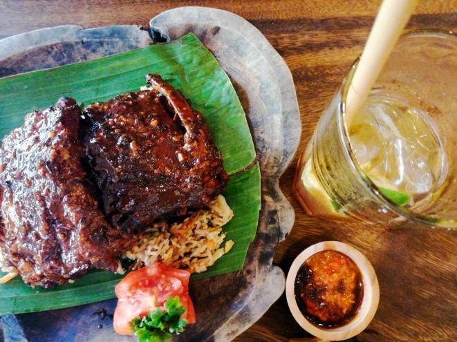 Svinjska rebrca v Warung Pondok Madu v Ubudu