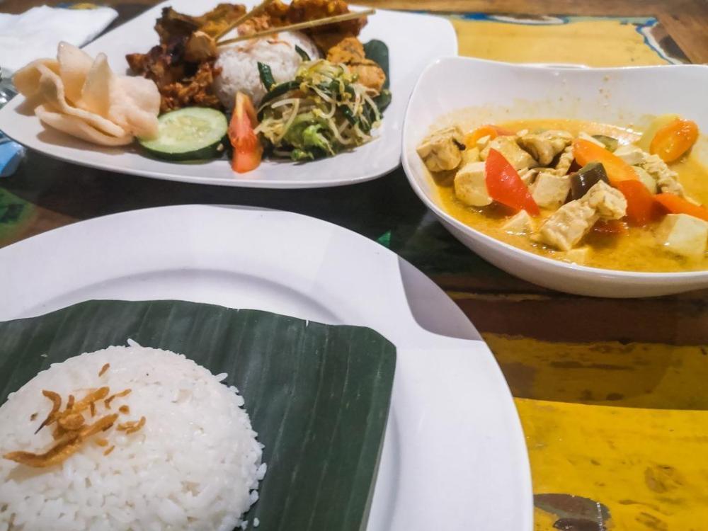 Sugriwa's warung v Ubudu (hrana)