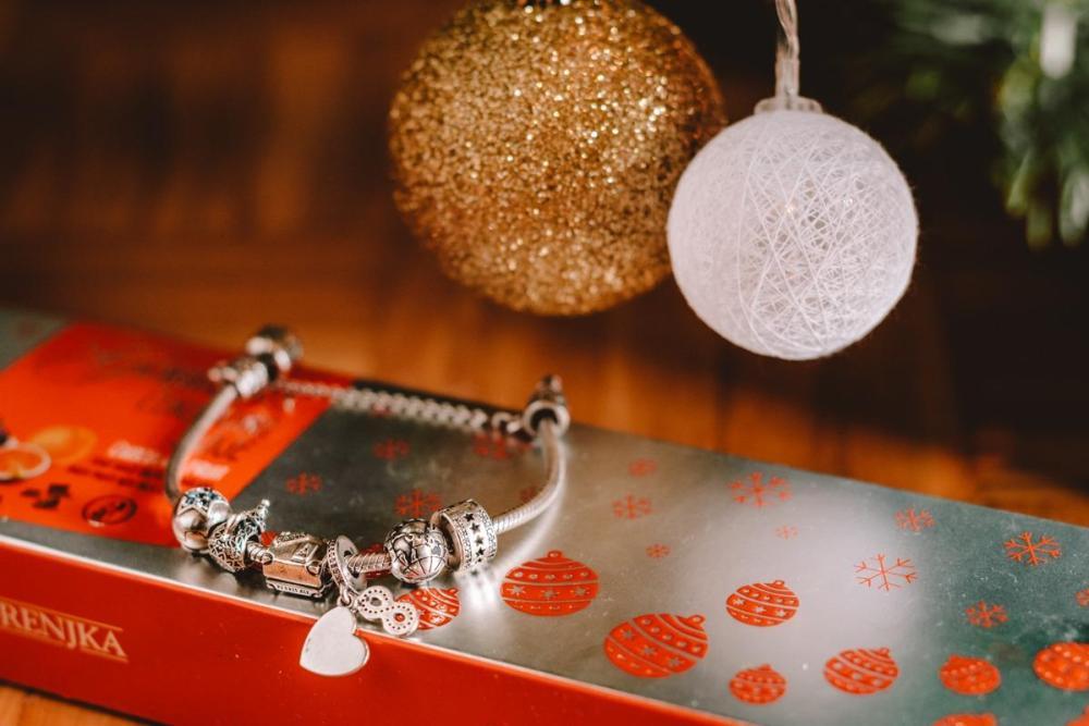 Pandora zapestnica s popotniškimi charm obeski (Božična darila za popotnike)