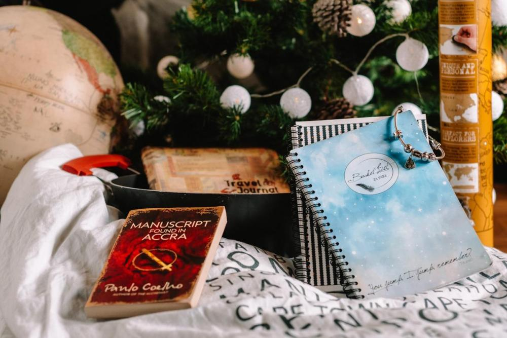Christmas gifts for a traveler's home - bucket list diary, bedding, book, scratch world map,...