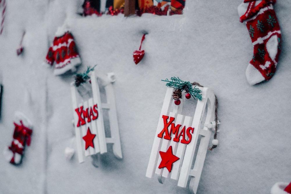 Božični okraski - sani z napisom Xmas