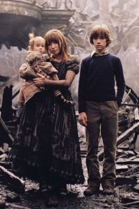 Emily Browning, Liam Aiken, Kara and Shelby Hoffman as the Baudelaire children.