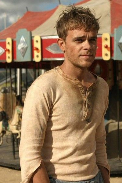 Nick Stahl as Ben Hawkins.