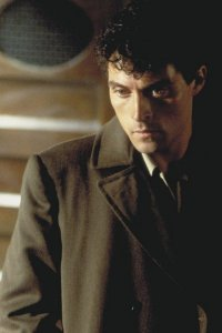 Rufus Sewell as John Murdoch in Dark City.