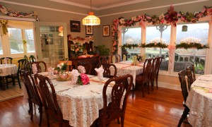 Dining room at Blue Mountain Mist bed and breakfast