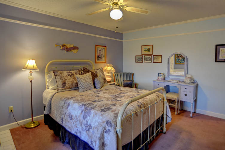 White Oak Flats Queen Bed