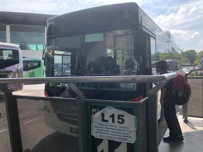 ピンクモスクへ行くバス