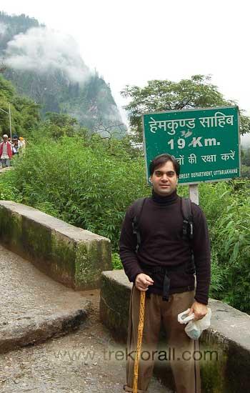 Start of trek at Govindghat, for Ghangaria