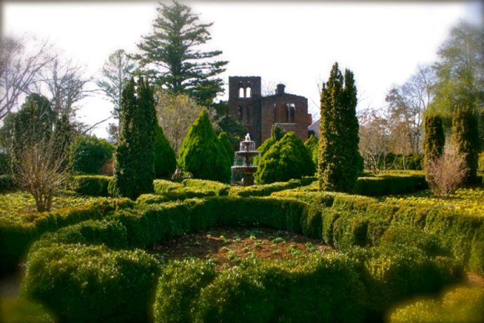 Barnsley Gardens Ruins with English Garden