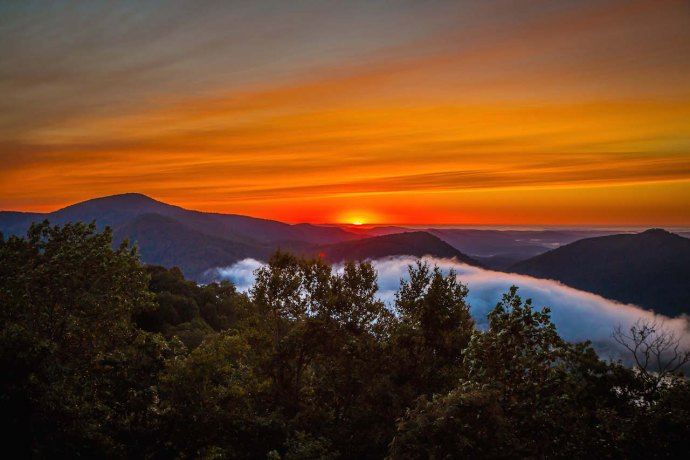 Sunrise on the Blue Ridge Mountains in Black Rock Mountain State Park