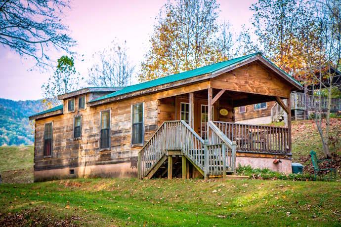 Blue Ridge Mountains Cabin at Engadine Inn Near Asheville NC