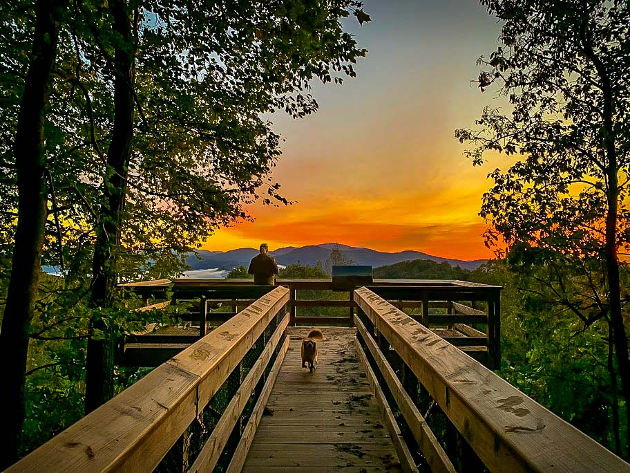 Sunrise at Blue Ridge Overlook in Black Rock Mountain State Park