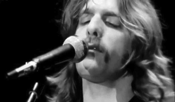 Glenn Frey singing in the early 70s.