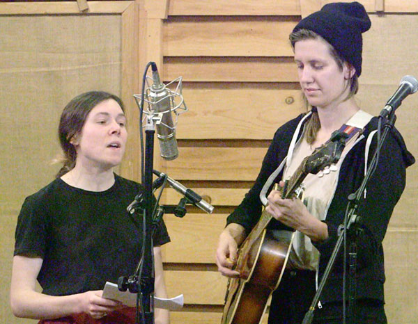 Elizabeth LaPrelle (left) and Anna Roberts Gevalt performing at The Floyd Radio Show.