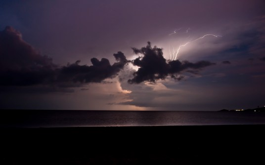 Lightening-over-Cabo-de-La-Vela