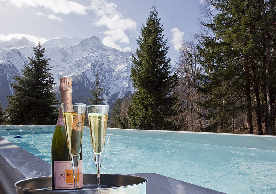 yoga retreat chamonix mont blanc chalet spa pool jacuzzi mountains france hiking retreats spa healthy food alps vegan vegetarian hot tub relax fitness