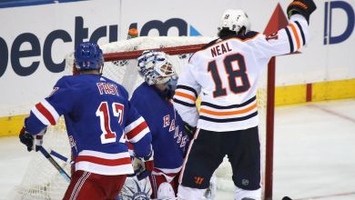 Photo of Kakko scores, but Oilers hand Rangers first loss of the season