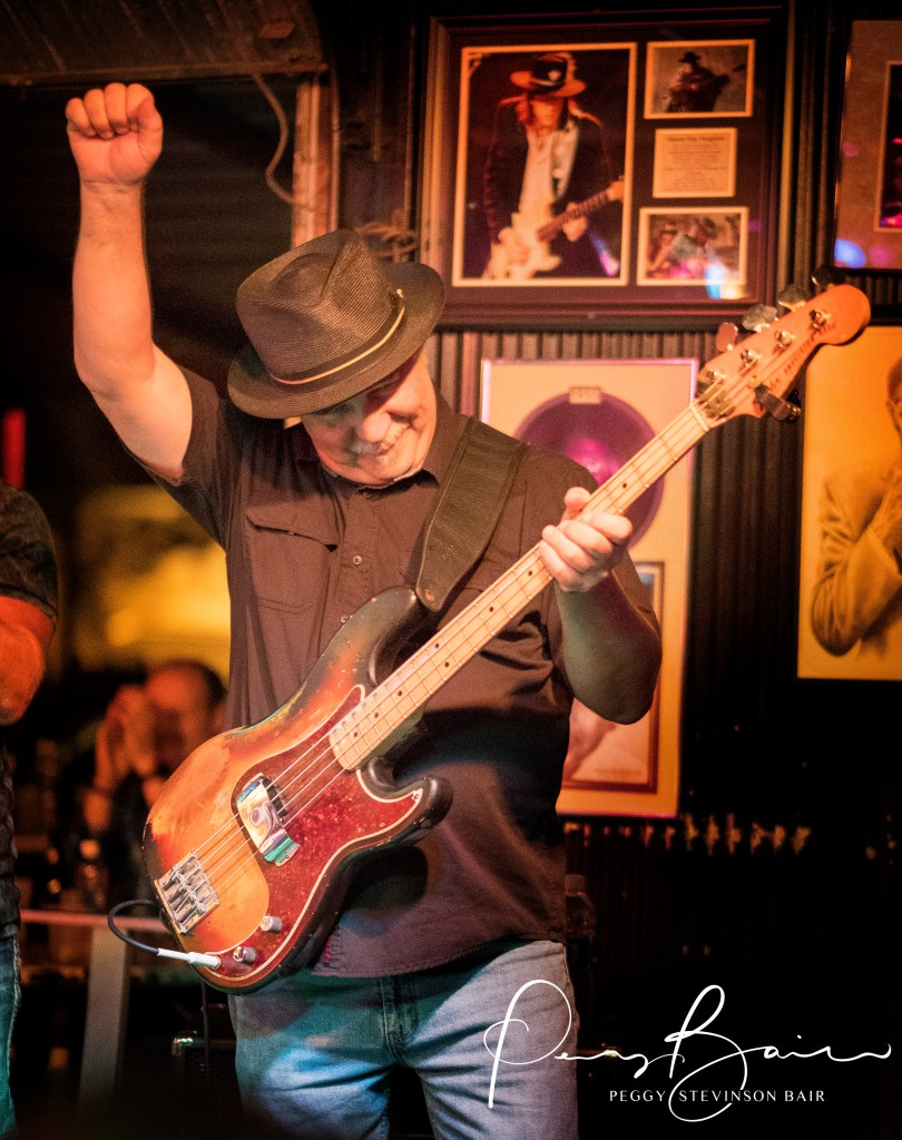 Tom Maloney bassist Jeremiah Johnson ©2017 Blues Insights Peggy Stevinson Bair