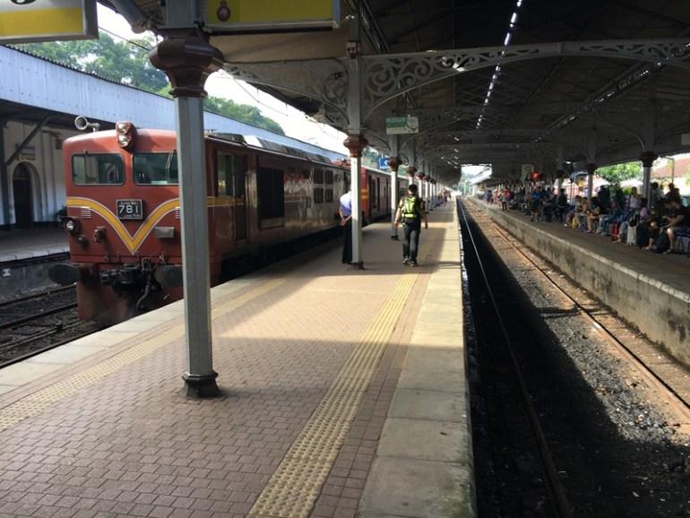 Blue Sky and Wine Travel Blog, Kandy Railway Station