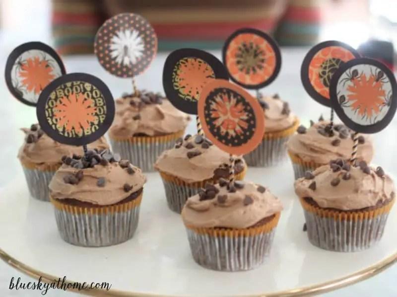 how to make a decorative halloween cupcake topper using paper glue a paper cutter