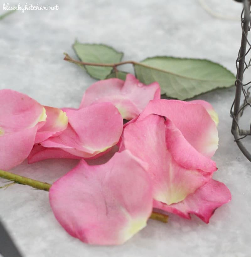 How to Make 2 Pretty and Easy Spring Tablescape Projects. I'll show you 2 DIY projects that will make any spring tablescape prettier and more special.