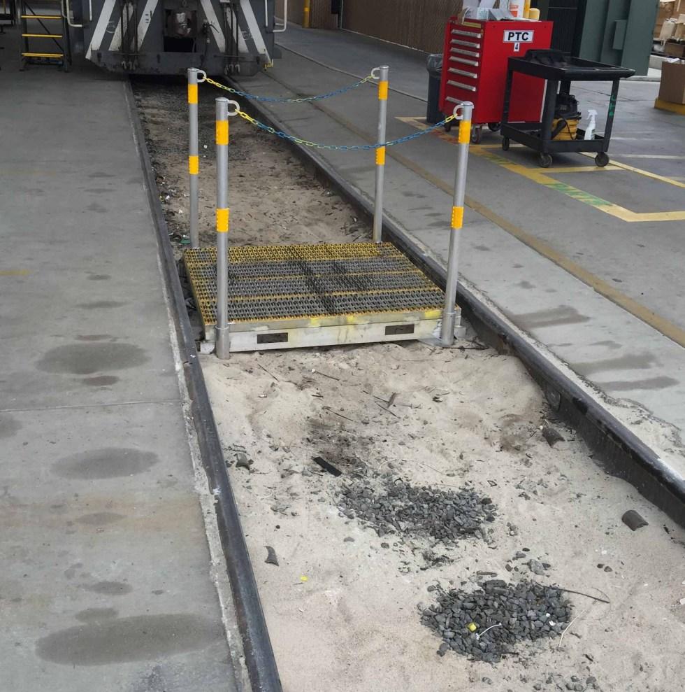 Aluminum In rail crossover bridge for railyards